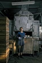 Electric conveyor oven for kilning overglaze paints