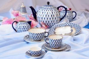 Lomonosov Imperial Porcelain Tulip Cobalt Net Tea Set 6/21
