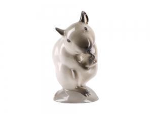Washing Beige Mouse Lomonosov Porcelain Figurine